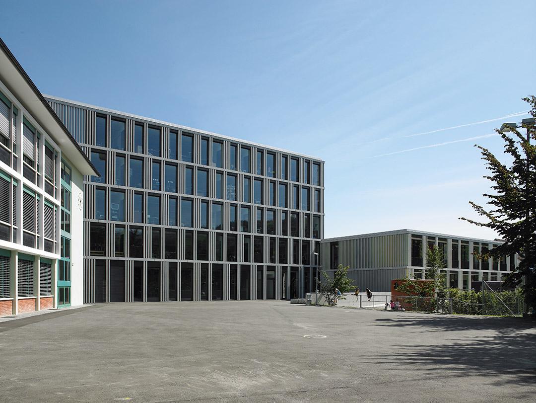pfarch_Guthirt_Ansicht_Pausenplatz